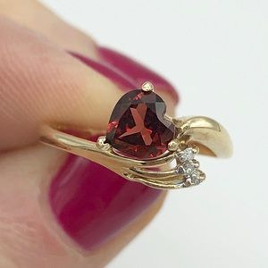 Jewelry - Garnet heart 10k gold ring w/ 3 small diamonds 6/7